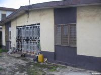 TO LET–A DECENT 4 BEDROOM FLAT BUNGALOW SELF-COMPOUND @ MUSTAPHA LINKS TO HARUNA ALONG OGBA N350,000X1 YR RENT ONLY FENCED,WATER